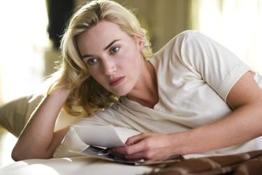 Kate Winslet no sale de casa sin sostén: ¡ni aunque esté en llamas!