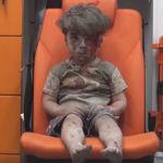 La foto que está conmocionando al mundo: la de un niño sirio de 5 años tras un bombardeo aéreo