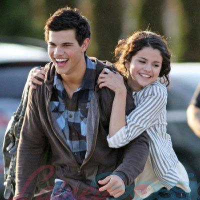 Taylor Lautner recupera su atltica figura y los