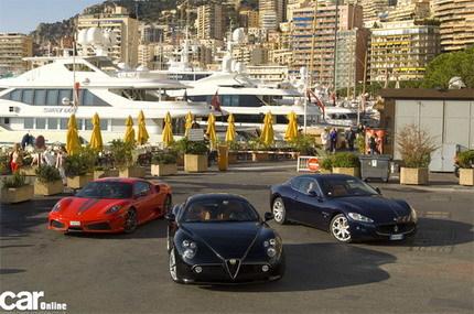 Tres caballeros italianos pasean por Mónaco