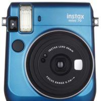 Fujifilm instax mini 70, nueva cámara instantánea ahora más pequeña y con modo selfie
