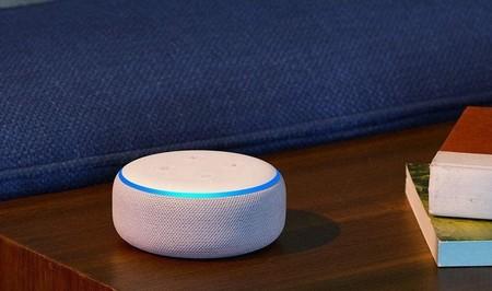 El compacto altavoz inteligente Echo Dot de Amazon está rebajado a menos de 20 euros con un mes de Music Unlimited