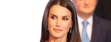 Doña Letizia impacta con un vestido rojo en los Premios Mariano de Cavia (aunque sea repetido)