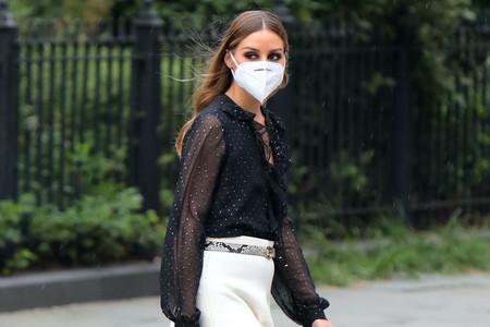 Olivia Palermo apuesta por la fórmula (infalible) del blanco y negro en un look clásico y muy elegante