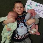 Un niño de cuatro años donará su médula ósea para salvar la vida a sus hermanos mellizos de cuatro meses