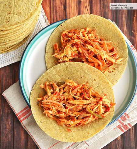 Tacos de pollo encebollado con chorizo