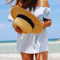 En verano es un buen momento para esconder tu cabeza bajo un sombrero