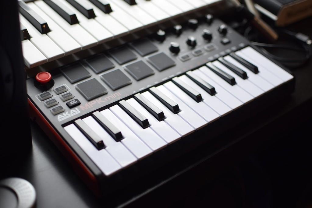 MIDI 2.0 será retrocompatible y con mayor resolución: el protocolo analógico musical anuncia alguna nueva versión 36 años luego