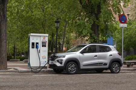 El Dacia Spring, ya a la venta: el coche eléctrico más barato cuesta 7.400 euros menos que el Hyundai Kona Eléctrico
