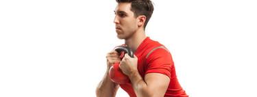 Tres rutinas con pesas rusas para trabajar el cuerpo al completo en poco tiempo