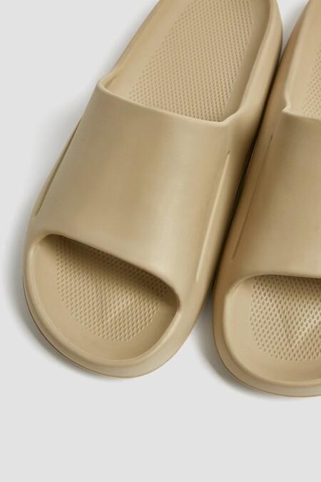 Pull Bear Yeezy Slides