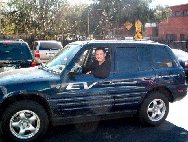 Tom Hanks y su Toyota RAV4 EV