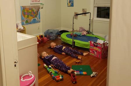 El curioso truco de una madre para tranquilizar a sus hijas antes de dormir (y otros consejos que puedes aplicar en casa)