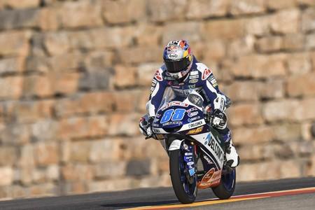 Jorge Martín vuela entre el tráfico de Moto3 para sumar una magistral pole en MotorLand