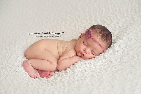 Doce trucos para captar la belleza de los primeros días de vida de tu recién nacido. Por la fotógrafa Marta Schmidt