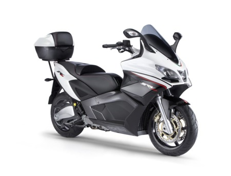 aprilia srv 850 maxi scooter a la italiana. Black Bedroom Furniture Sets. Home Design Ideas