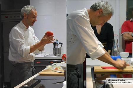 Jesús Almagro preparando su gazpacho