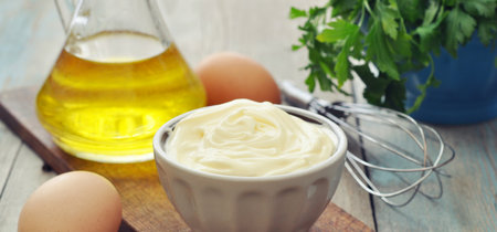 La mejor receta de mayonesa casera y cinco originales variantes para dar más sabor al picoteo del finde