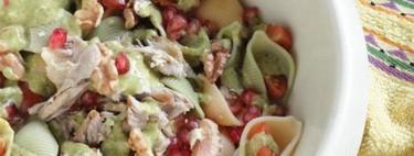 Ensalada de pasta con codornices en escabeche, nueces y pesto