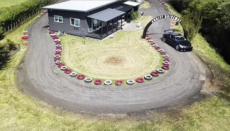 Un japonés construye su propia pista de drift alrededor de su casa
