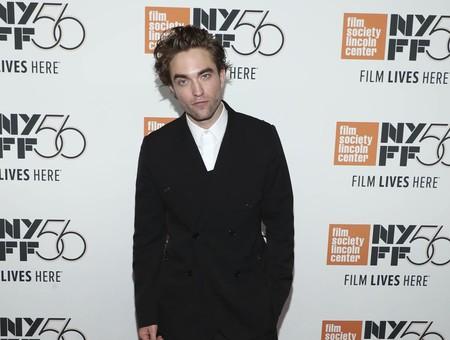Robert Pattinson defiende el traje con bermudas ¿cómo se te queda el cuerpo?