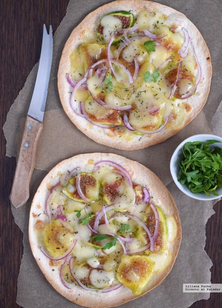 Tortillas crujientes con higos, cebolla roja, queso San Simón y miel. Receta para una cena rápida