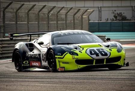 Valentino Rossi se pasa del Mercedes de Fórmula 1 al Ferrari 488 GT3 para disputar las 12 horas del Golfo