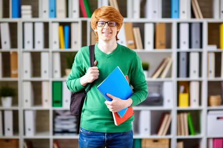 estudiante-pelirrojo-libros