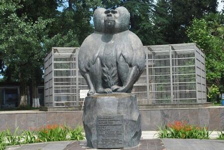 Monkey Monument Sukhumi2