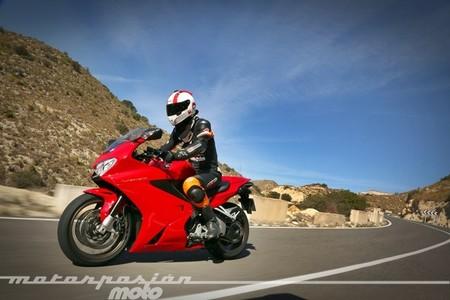 Honda VFR800F, prueba (conducción en ciudad y carretera)
