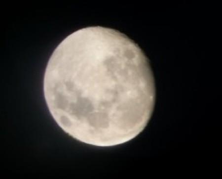 Los niños y sus reacciones mirando la Luna por el Galileoscope