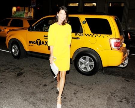 Cómo triunfar con un simple vestido de Calvin Klein Collection