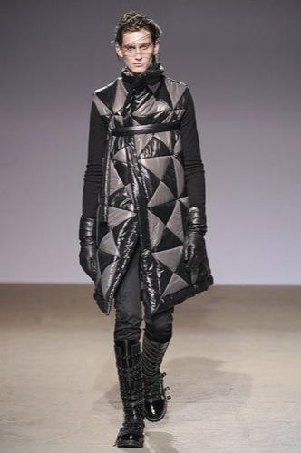 Gareth Pugh, colección Otoño-Invierno 2009/2010, abrigo