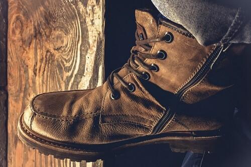 Chollos en tallas sueltas de botas Mustang, Caterpillar o Levi's en Amazon