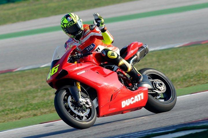 Foto de Valentino Rossi y la Ducati 1198 SP (4/8)