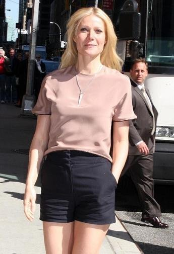 Todas llevan shorts: celebrities y street stylers acortan al máximo sus pantalones