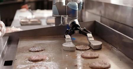 Flippy, el robot que prepara hamburguesas, no aguantó la presión y ha sido desactivado por ser demasiado lento