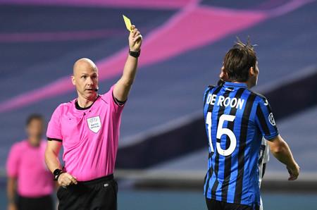 Sin público, los árbitros están sacando muchas menos tarjetas amarillas a los equipos visitantes