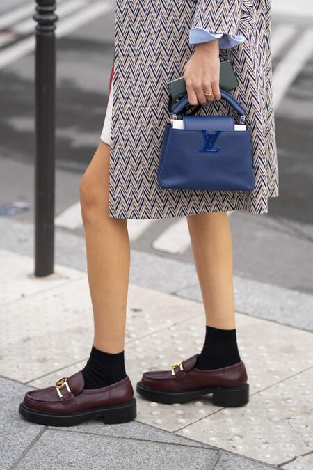 Zapatos cómodos para ir a la oficina y cinco fórmulas para combinarlos y acertar
