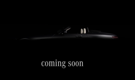 El Mercedes AMG GT C ya se esconde en la penumbra. Va camino de París