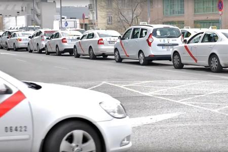 Multado un taxista de Bilbao durante la huelga con 500 euros y 6 puntos por colapsar el tráfico