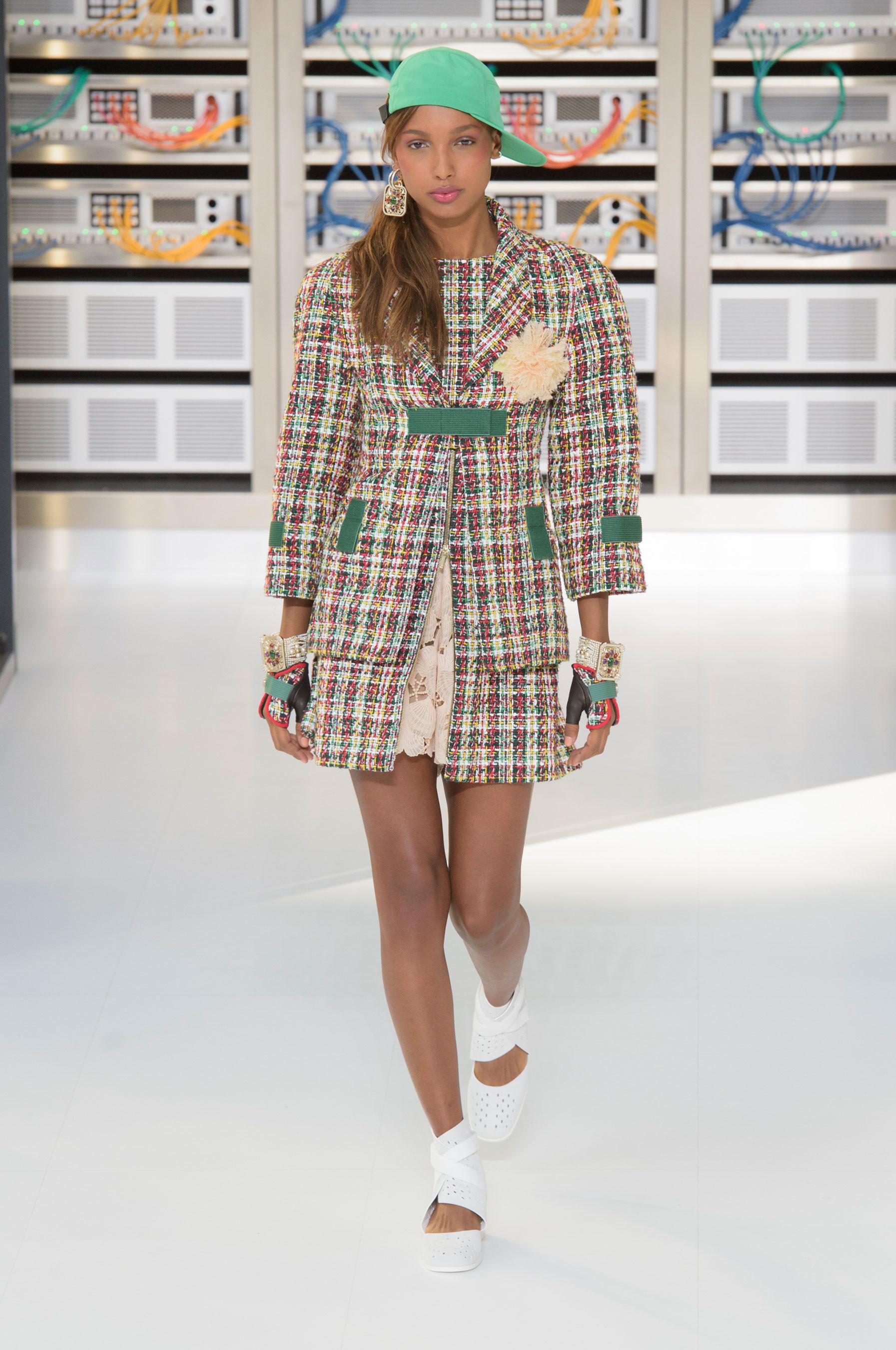 Foto de El regreso al futuro de Chanel en su colección Primavera-Verano 2017 (15/96)