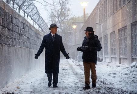 Tom Hanks y Steven Spielberg en el rodaje de su nueva película