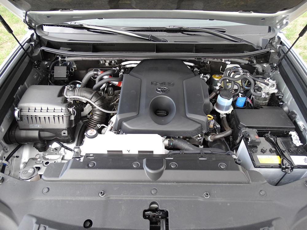 Foto de Probamos el Toyota Land Cruiser 180D, todas las imágenes del motor, maletero y otros detalles (8/32)