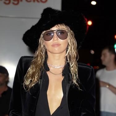 Miley Cyrus tiene dos maneras de llevar total look negro y molarlo todo