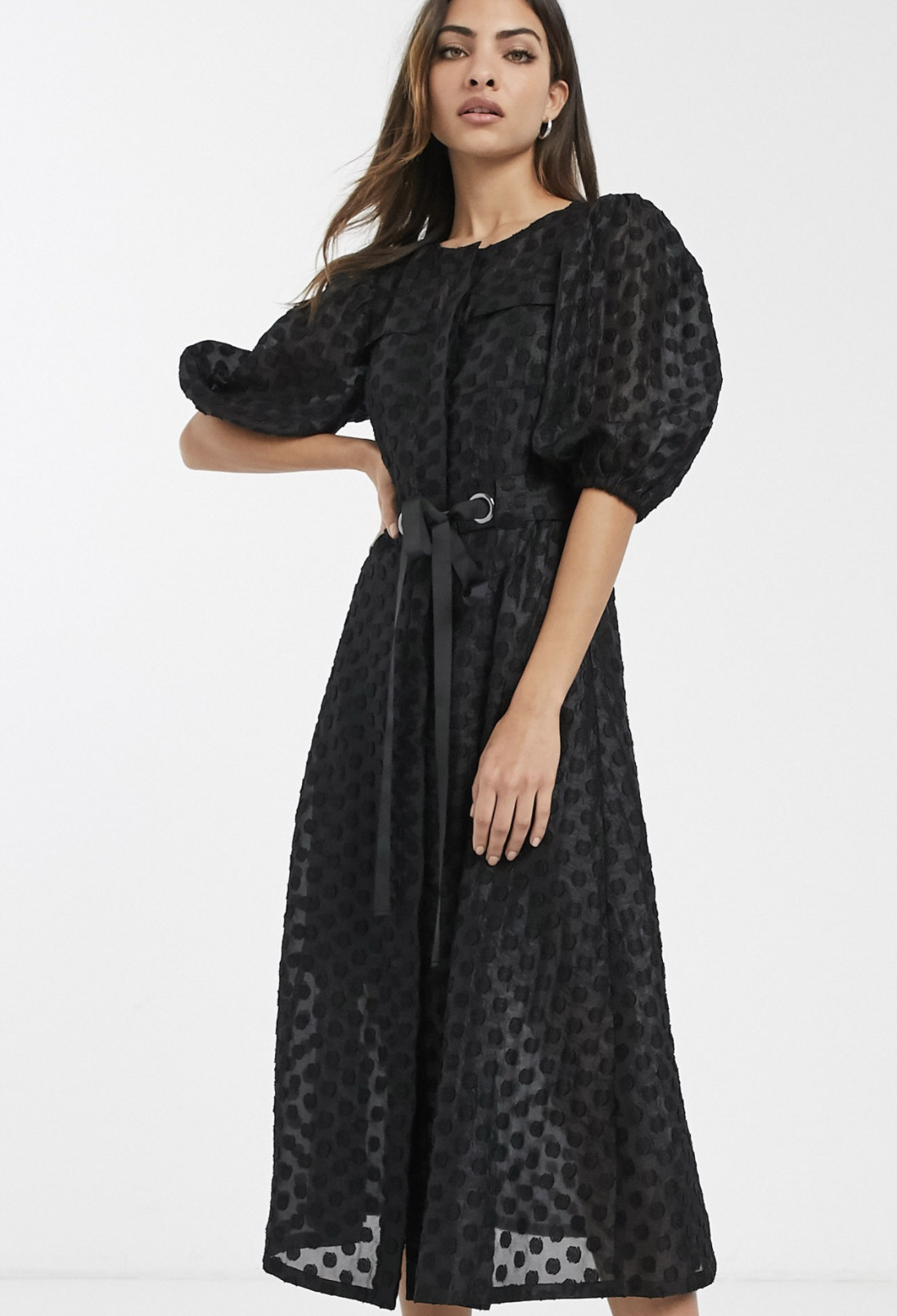 Vestido midi de organza de plumeti con manga abullonada y cinturón en negro de ASOS DESIGN