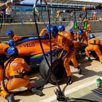 McLaren, tenemos un problema: las lentas paradas en boxes están lastrando a Carlos Sainz en la Fórmula 1