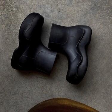 Clonados y pillados: los botines más locos de agua de Bottega Veneta llegan a Zara