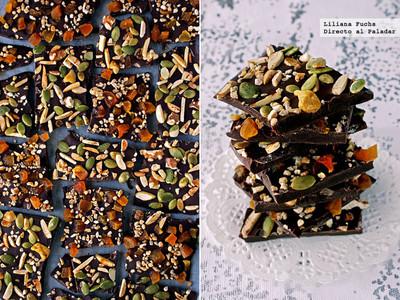 Chocolate con frutos secos, pipas de calabaza y orejones de albaricoque. Receta de Navidad