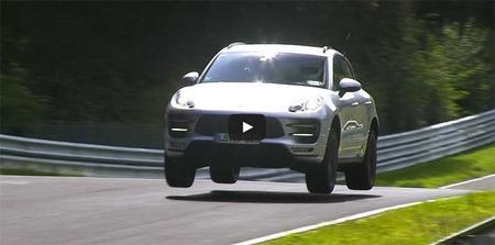 El futuro Porsche Macan GTS vuela, literalmente, en el Nordschleife